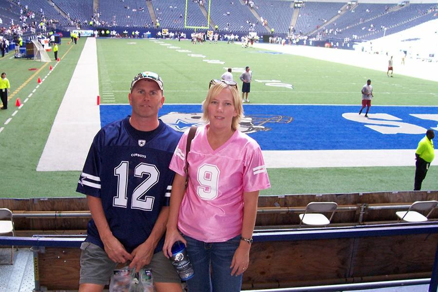 David+and+Tara+Sloan+at+a+Dallas+Cowboys+game+in+2009.