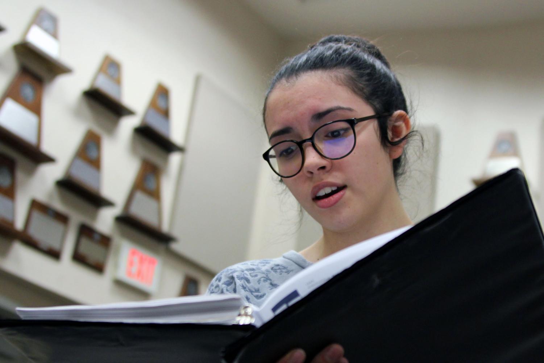 Sophomore Alexis Bodkin sings