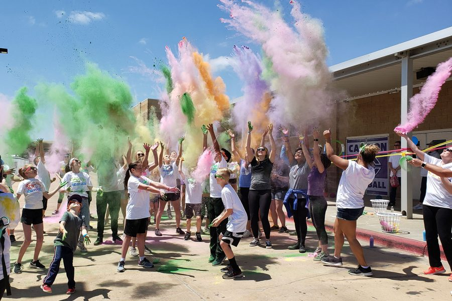 +Students+throw+powder+at+beginning+of+the+color+run+fundraiser+in+support+of+the+Tatum+Tough+Foundation.+