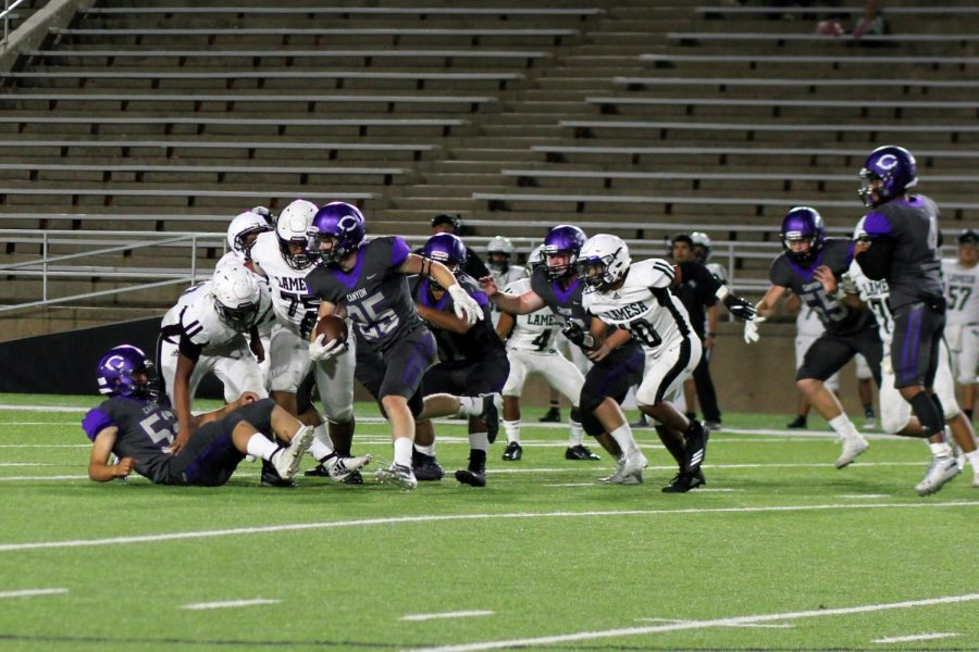Sophomore Ethan Cowan runs the ball in the match up against Lamesa.