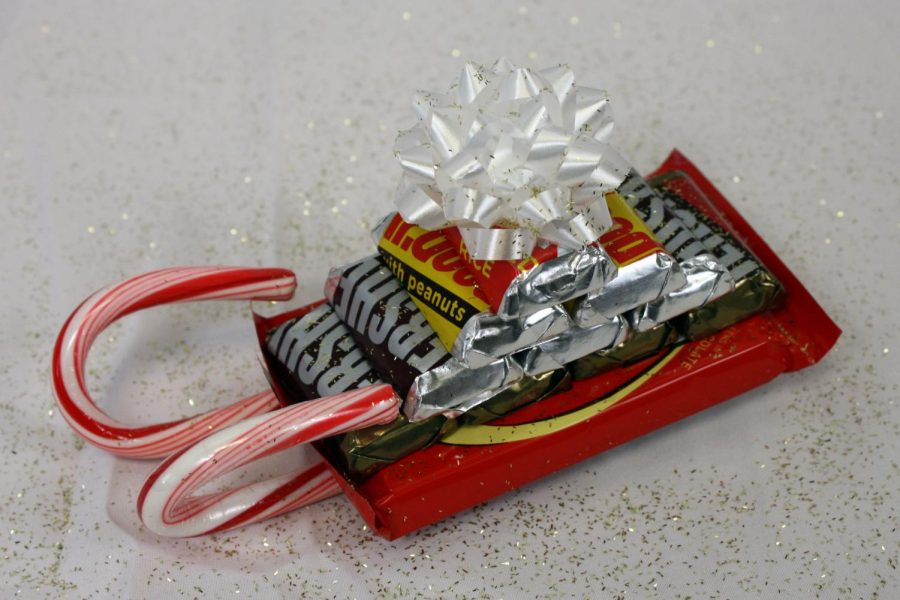 The+sleigh+craft+is+easy+to+make+and+candy+can+be+personalized+for+a+certain+recipient.
