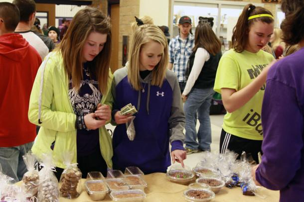 Students and community members shopped the wide selection of goodies at the bake sale to benefit the Crenshaw family.