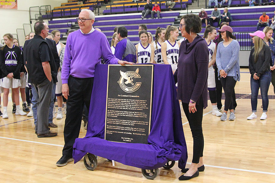 Coach+Joe+Lombard+and+his+wife+Babs+celebrate+with+the+plaque+for+the+foyer.