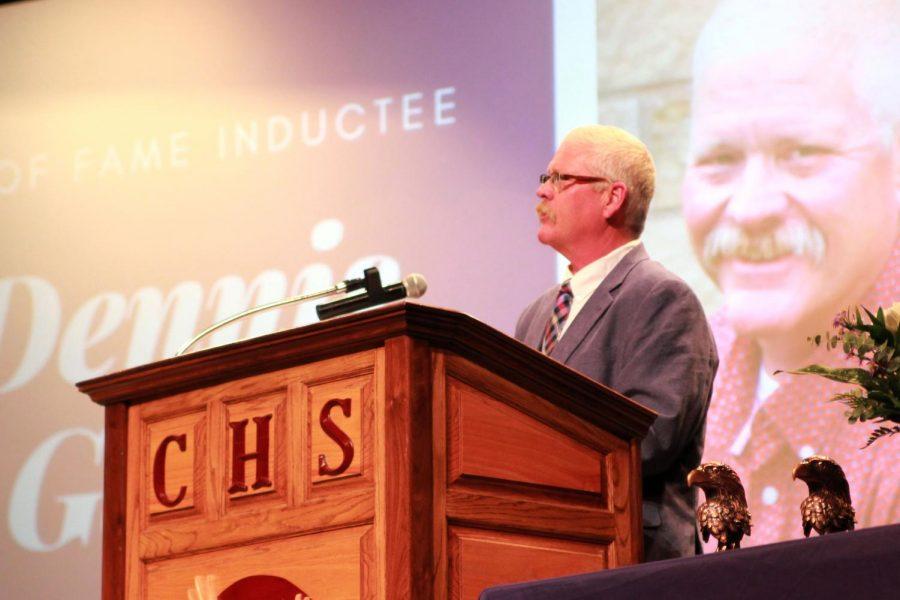 Dennis Gwyn, a 1985 graduate, speaks to current students.